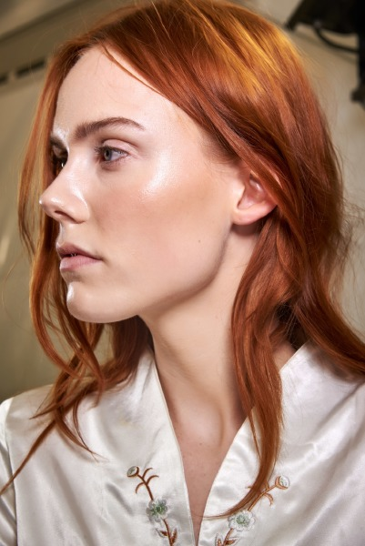 vogue-runway-isabel-marant-skin-make-up-beauty-highlighter