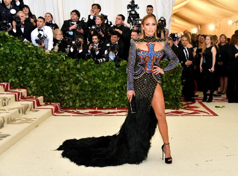fe1d40a6af3ef Jennifer Lopez'e Yılın Moda İkonu Ödülü