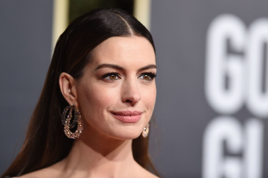 anne-hathaway-haier-cut-70s-shag-celebrity-red-carpet-beauty