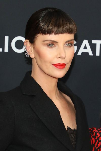 charlize-theron-red-carpet-lips-hair-bangs-make-up-beauty-long-shot-new-york