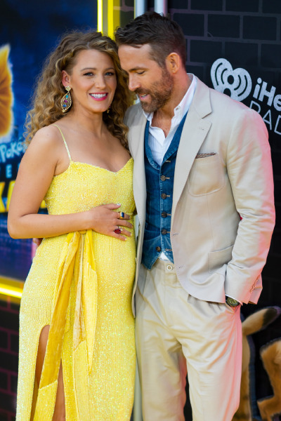 blake-libely-ryan-reynolds-pregnant-red-carpet-style-dress-beauty-hair-baby