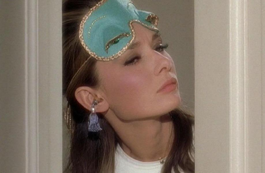 audrey-hepburn-sleep-mask-breakfast-at-tiffanys-beauty
