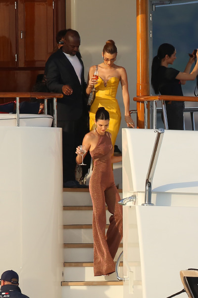 bella-hadid-kendall-jenner-mobaco-france-style-beauty-yacht