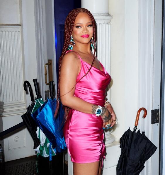 rihanna-fenty-beauty-lipstick-pink-make-up-celebrity-style-new-york