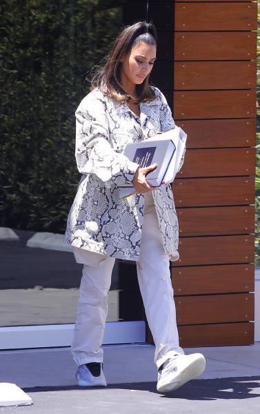 19-07/03/kim-kardashian-lawyer-1562156896.jpg
