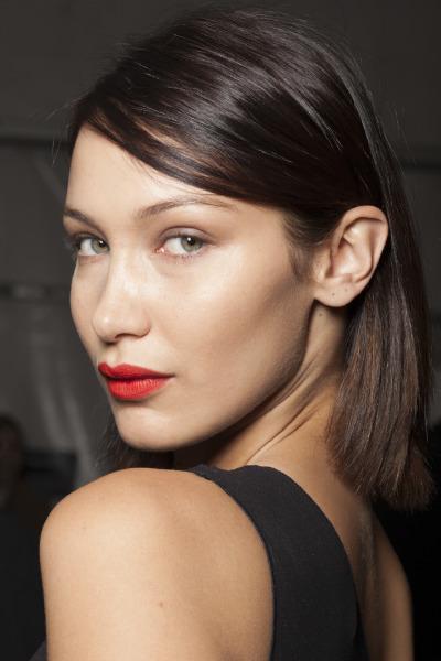 bella-hadid-model-celebrity-beauty-max-mara-lipstick-makeup