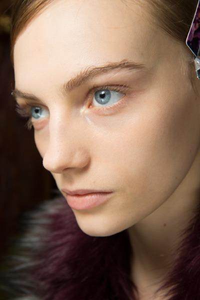 stick-foundation-make-up-beauty