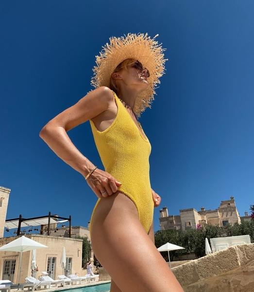 beach-tan-body-model-instagram-summer-beauty