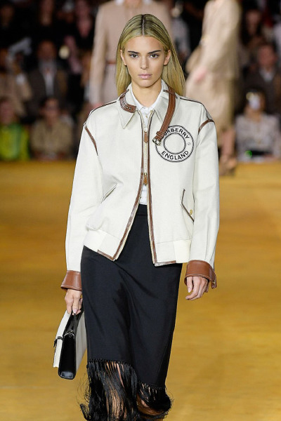 kendall-jenner-red-carpet-hair-brunette-beauty-style-blonde-burberry-runway-london-fashion-week