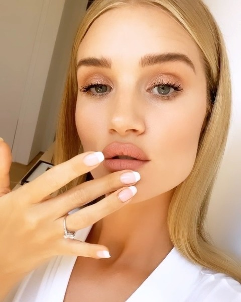 rosie-huntington-whiteley-lips-lip-care-skin-beauty-cold
