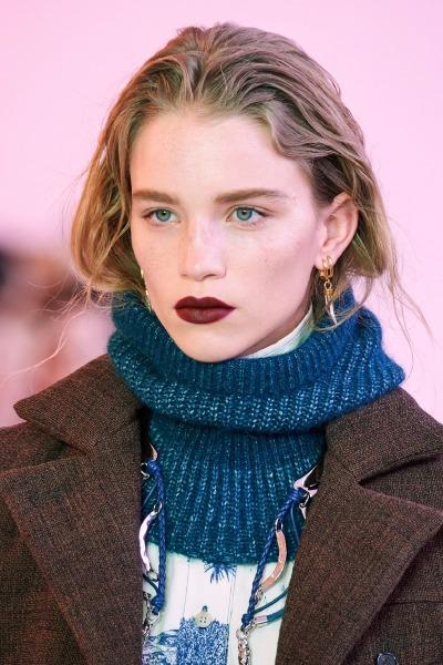 vogue-runway-chloe-fall-beauty-make-up-lipstick
