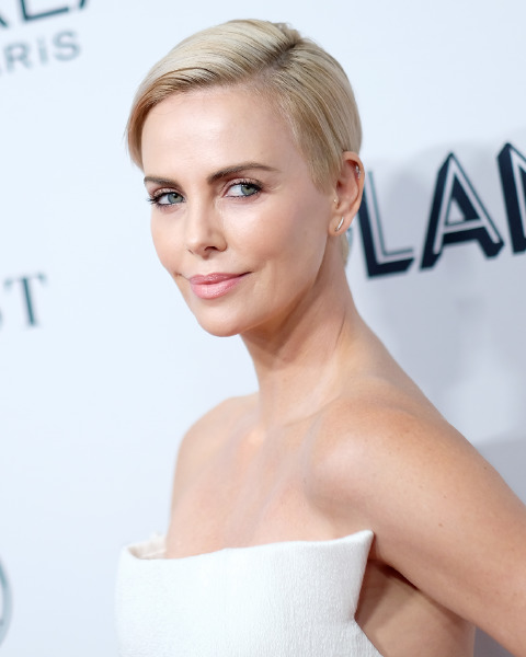 Charlize-theron-red-carpet-hair-celebrity-beauty-blonde