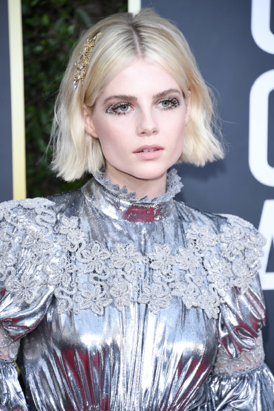 lucy-boynton-golden-globes-red-carpet-beauty-makeup